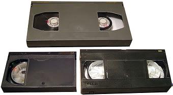 Comparaison de cassettes: Betacam SP L (haut), Betacam SP S (gauche), VHS (droite)