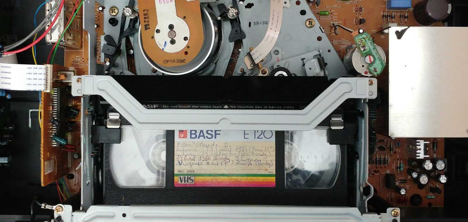 Magnétoscope VHS ouvert